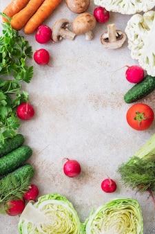 Gezond eten verse groenten oogst nieuw fruit biologisch gezond keto- of paleodieet vegetarisch veganistisch of vegetarisch eten