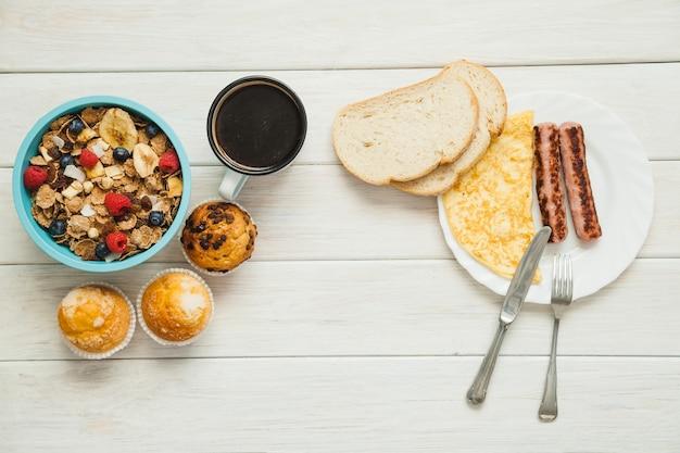 Gezond, gevarieerd ontbijtmaaltijd