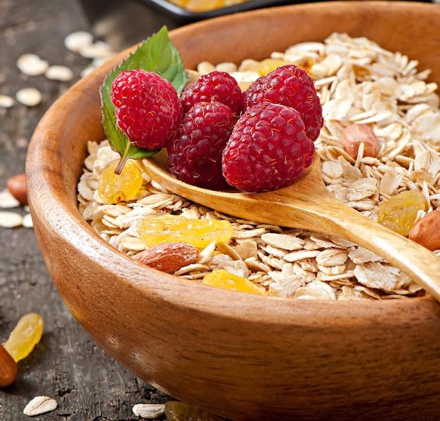 Gezond ontbijt - havermout en bessen