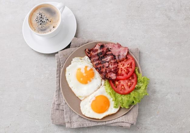 Gezond ontbijt op tafel