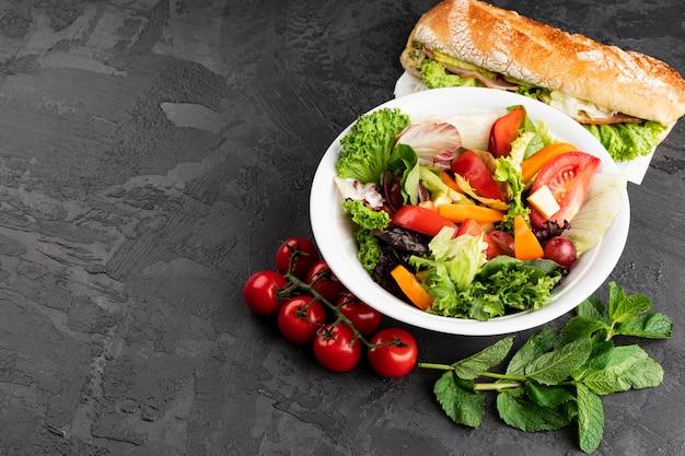 Gezond snackvoedsel op grungeachtergrond