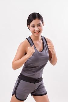 Gezonde fit fitness vrouw aërobe trainen uit te oefenen