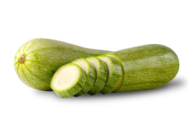 Gezonde groenten verse groene courgette met een plakje op een witte plaat