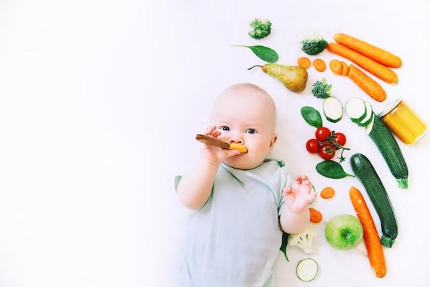 Gezonde kindervoeding voedsel achtergrond baby eerste vaste voeding