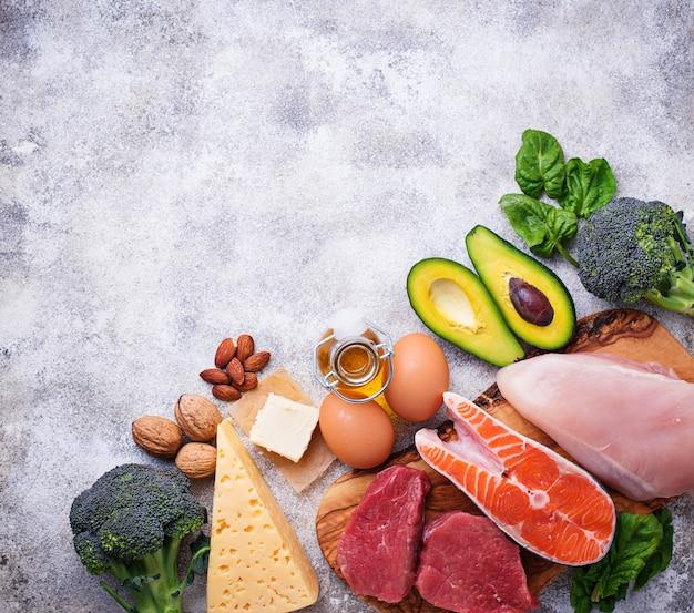 Gezonde lage koolhydratenproducten. ketogeen dieet.