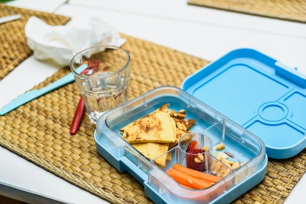 Gezonde lunch van kinderen op een school