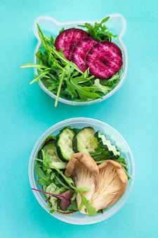 Gezonde maaltijd biologische dieetvoeding eten, vers kookvoedsel in een container. wekelijks lunchmenu