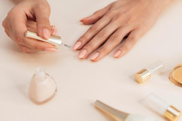 Gezonde mooie manicure en poetsmiddel