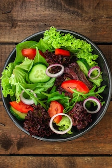 Gezonde salade, bladeren mix salade (mix greens, andere ingrediënten)