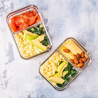 Gezonde uitgebalanceerde lunchbox, ketogene dieetlunch