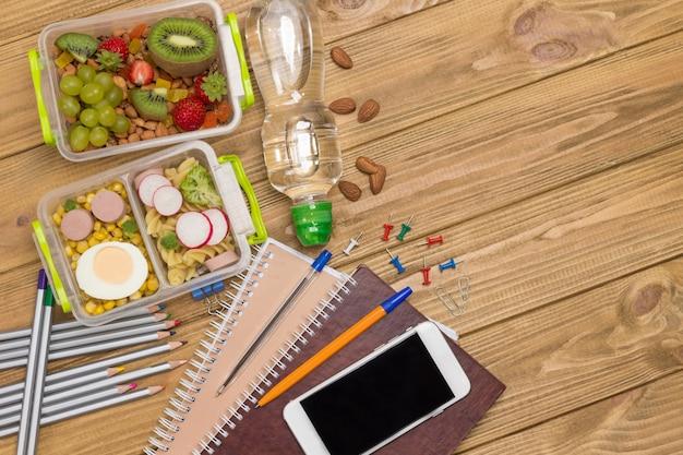 Gezonde uitgebalanceerde lunchbox.