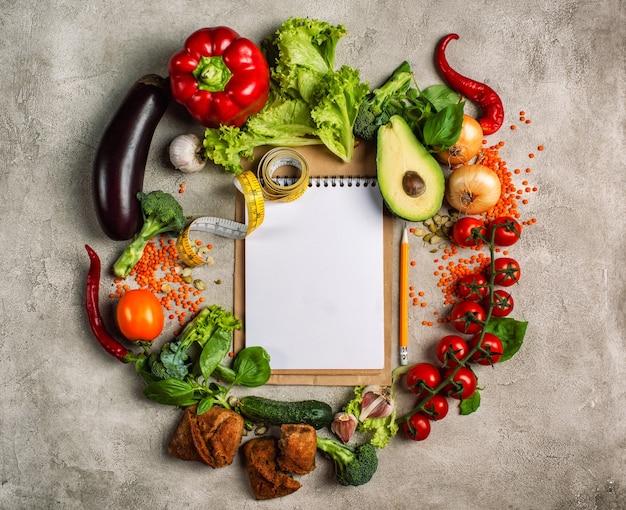 Gezonde voeding achtergrond van groenten van bovenaf gefotografeerd