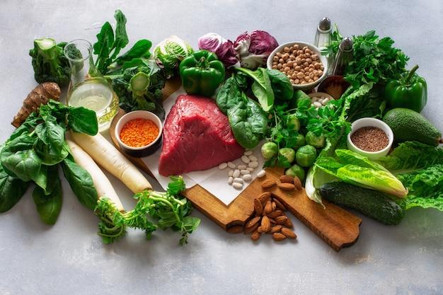 Gezonde voeding en uitgebalanceerde voedingsingrediënten maken het eten van voedsel schoon