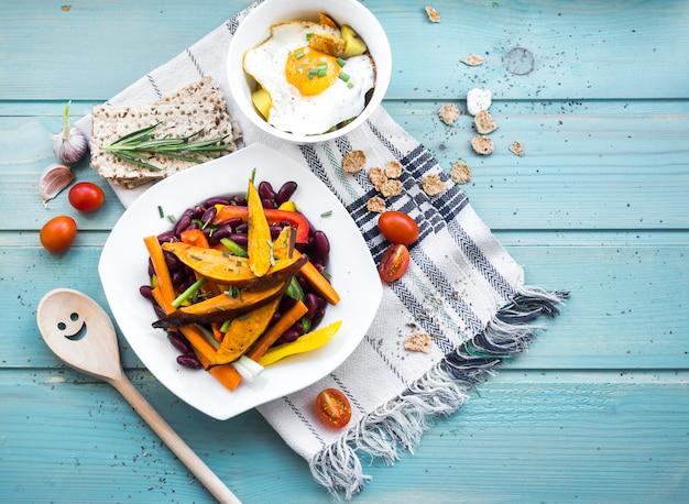 Gezonde voedselsamenstelling met keukengereedschap