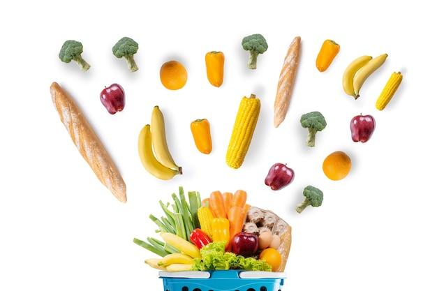 Gezondheid van voedsel groenten en fruit in supermarkt boodschappen concept winkelen