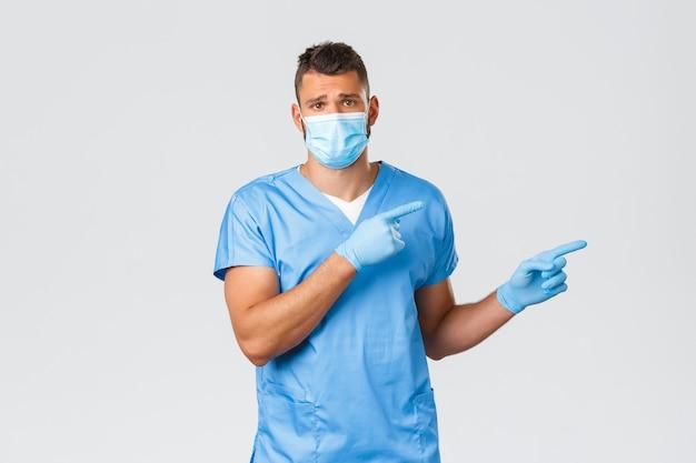 Gezondheidswerkers, covid-19, coronavirus en preventie van virusconcept. triest ontevreden verpleger, arts met medisch masker en scrubs, fronsend wijzend naar rechts teleurgesteld, maak je zorgen