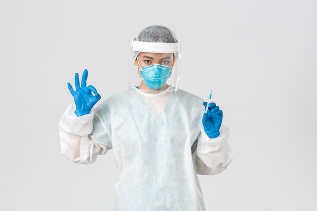 Gezondheidszorg aziatische verpleegster poseren
