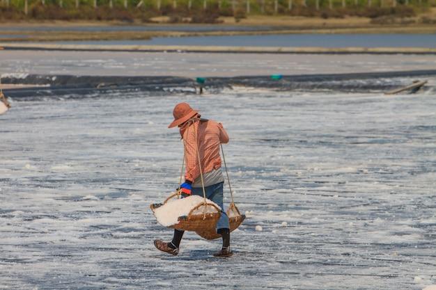 Gezouten arbeider in thailand