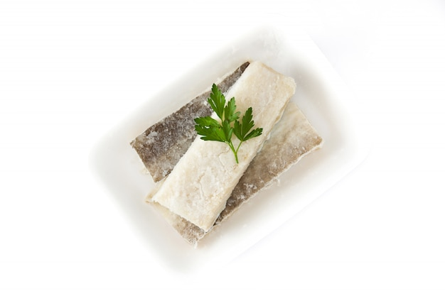 Gezouten gedroogde kabeljauw geïsoleerd typisch pasen eten