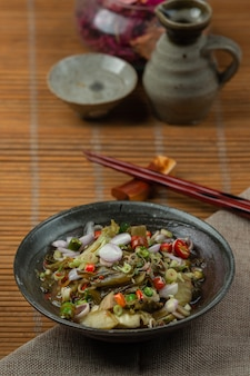 Gezouten ingelegd mosterdsalade thais voedsel.