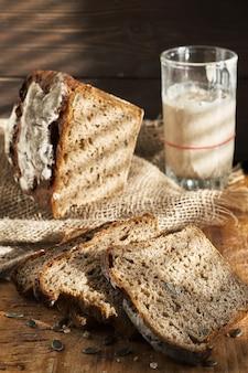 Gezuurd brood, volkoren roggebrood met pompoen- en zonnebloempitten