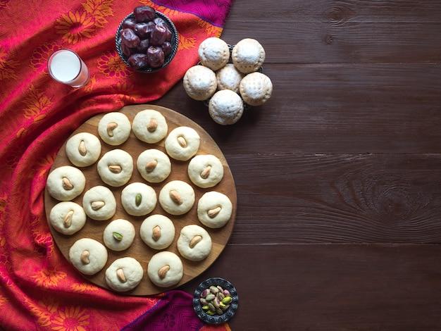 Ghorayeba-snoepjes. eid eet. cookies van el fitr islamic feast. ramadan snoep achtergrond.
