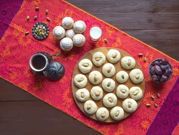 Ghorayeba snoepjes. eid eet. cookies van el fitr islamic feast. ramadan snoepjes.