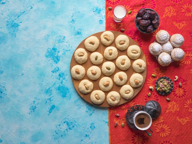 Ghorayeba snoepjes. eid eet. koekjes van el fitr islamic feast. ramadan snoepjes.