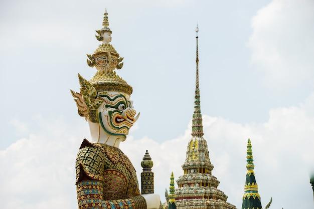 Gian van de beroemde smaragdgroene tempel, bangkok