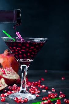 Gieten drankje in een glas