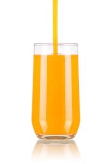 Gieten sap in een glas