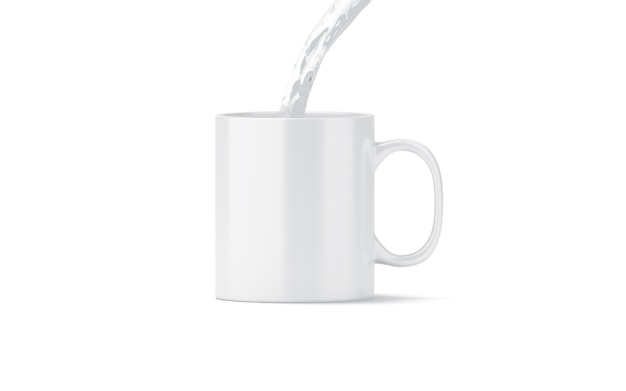 Gietend water in lege witte geïsoleerde theemok