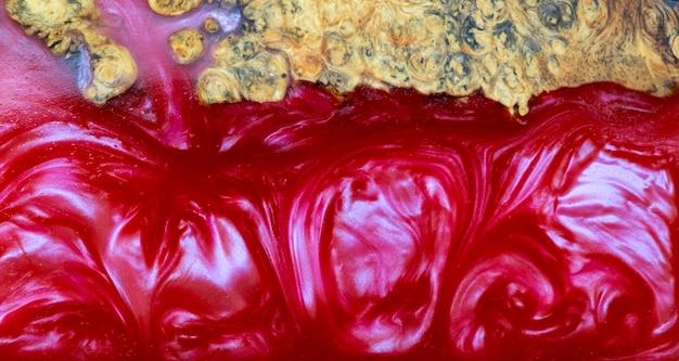 Gietende epoxyhars stabiliserende afzelia burl exotisch hout rode achtergrond