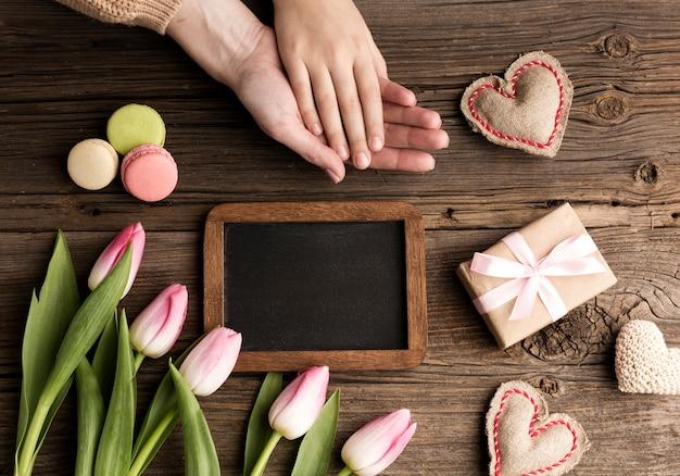 Gift en bloemen voor moederdag