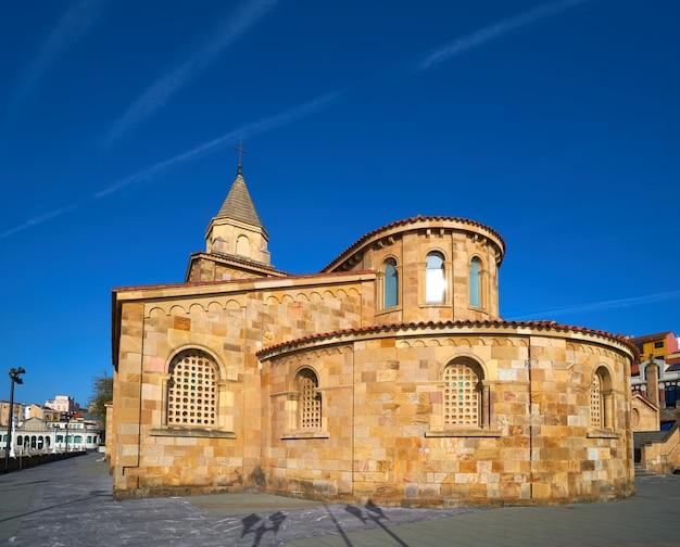 Gijon san pedro-kerk asturias spanje