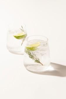 Gin-tonic met rozemarijn