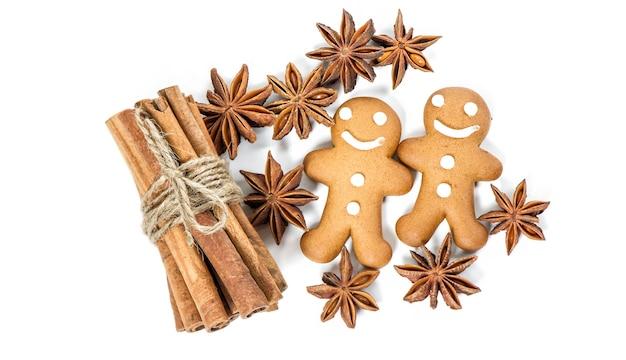 Gingerbread man cookies. kerst voedselingrediënten