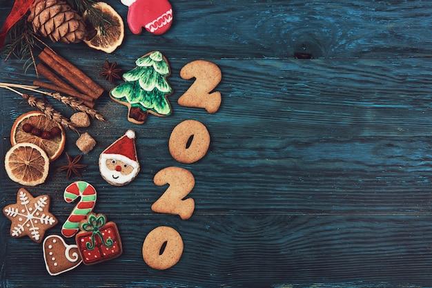 Gingerbreads-cookies voor het nieuwe jaar 2020