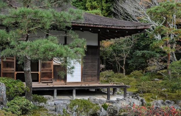 Ginkakuji tempel met herfstkleuren in kyoto, japan