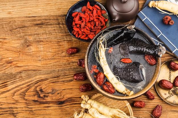 Ginsengs en zwarte kippensoep kippensoepvoedsel als medicijn