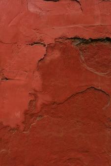 Gips op de muur, geschilderd in terracottakleur. ontwerp achtergrond of kopieer ruimte
