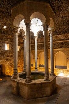 Girona middeleeuwse stad, banys arabs of arabische baden, costa brava van catalonië in de middellandse zee. spanje