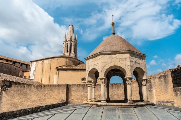 Girona middeleeuwse stad, banys arabs of arabische baden van buitenaf, costa brava van catalonië in de middellandse zee. spanje
