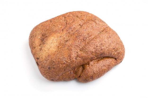 Gist vrij eigengemaakt brood met zemelen dat op wit wordt geïsoleerd