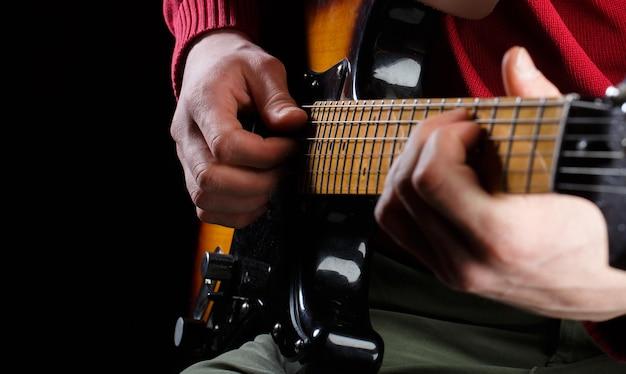 Gitaar spelen. muziekfestival. elektrische gitaar, gitarist