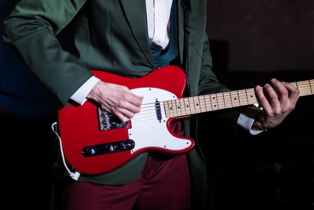 Gitarist live op het podium