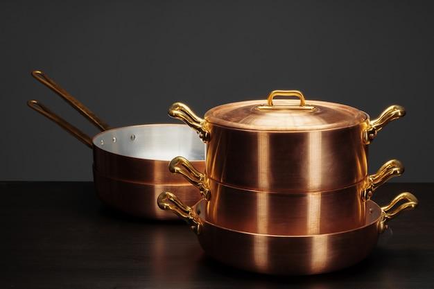 Glanzend vintage koperen kookgerei