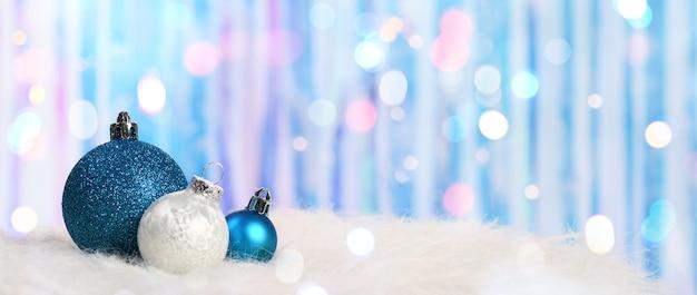 Glanzende kerstballen achtergrond