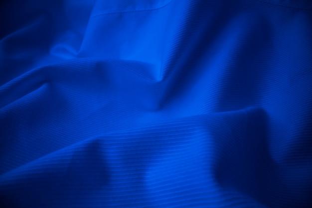 Glanzende stromende doektextuur in macroschot.