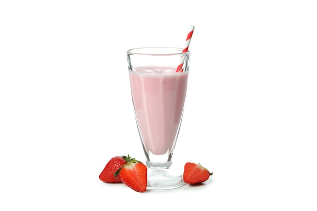 Glas aardbei milkshake geïsoleerd op witte achtergrond